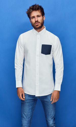 camisa ecológica de algodón orgánico para hombre de color blanco con bolsillo azul