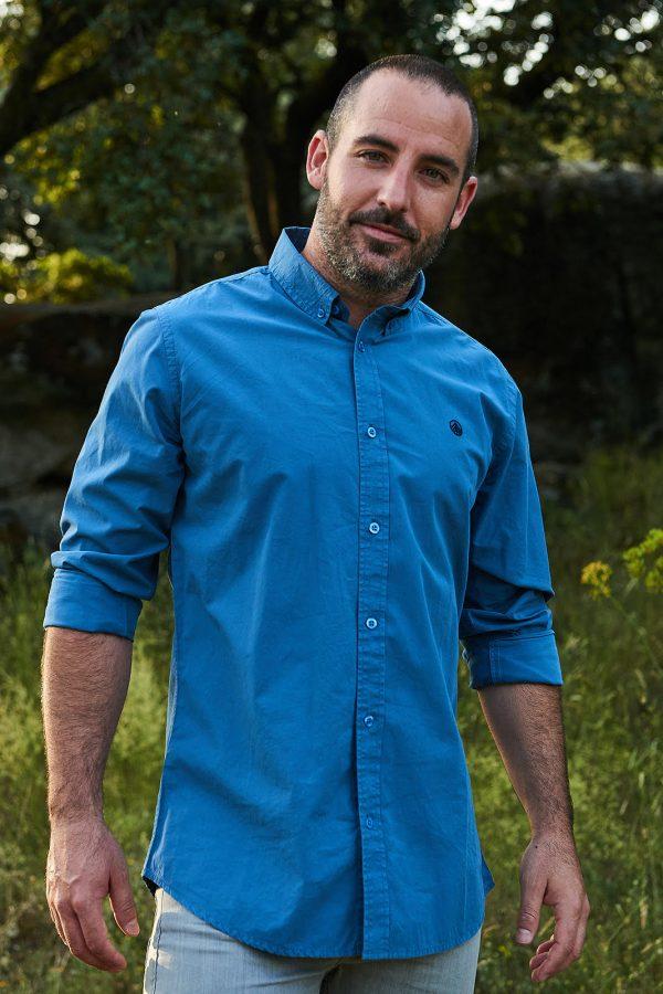CAMISA LISA STELLAR de hombre, algodón orgánico y tintes ecofriendly. Moda sostenible online hombre