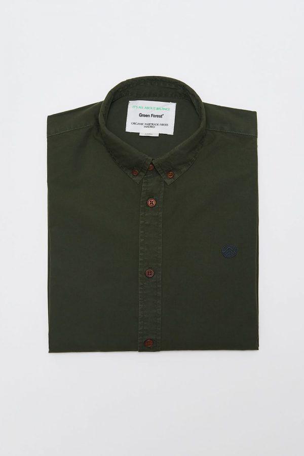 CAMISA LISA RIFLE GREEN de manga larga para hombre. Detalle bordado logo de Green Forest Wear en el pecho. moda sostenible online para hombre