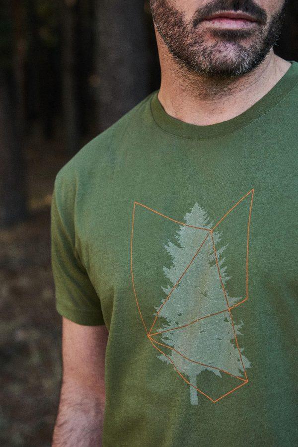 CAMISETA ESTAMPADA TREE de hombre. Colección de moda sostenible Green Forest