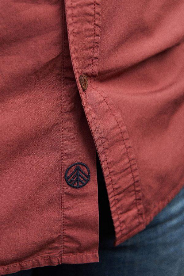 CAMISA LISA SCOTLAND. Camisa de hombre de moda sostenible online. Bolsillo en azul índigo.