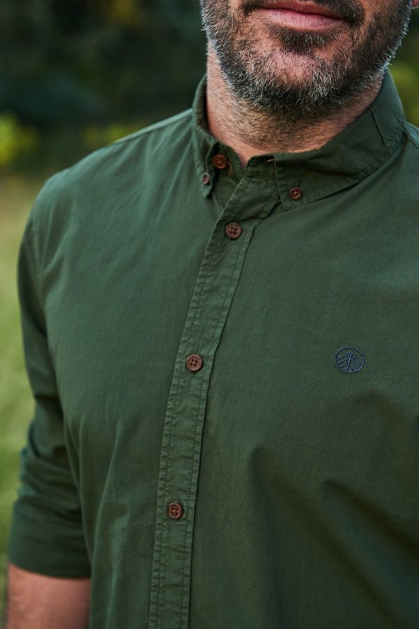 CAMISA LISA RIFLE GREEN para hombre de la colección de moda sostenible de la marca española Green Forest Wear