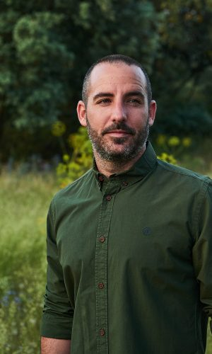 CAMISA LISA RIFLE GREEN para hombre de manga larga. Colección de moda sostenible online de hombre