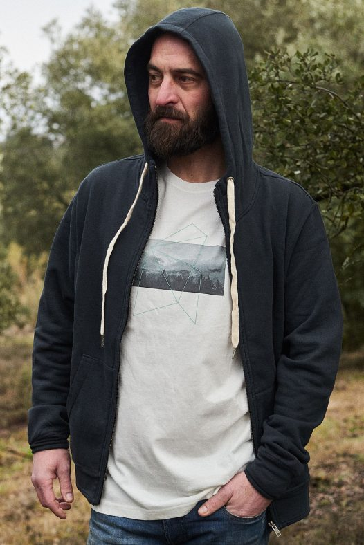 hoodie zipper hombre moda sostenible españa marca ropa ecológica madrid NATURE cremallera y capucha, conjuntada con camiseta hombre jungle ambas de algodón orgánico