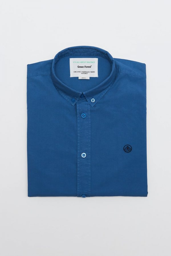 CAMISA LISA STELLAR para hombre. Detalle logo bordado a mano, en color azul de manga larga.