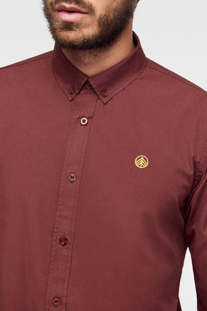camisa lisa para hombre ecológica con logo bordado a mano