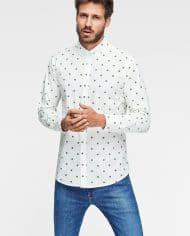 camisa-sostenible-hombre-estampada-trebol