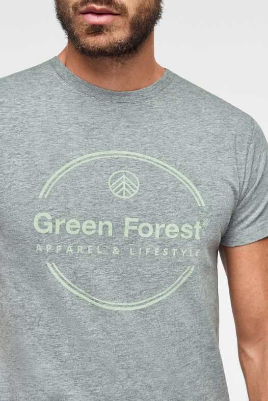 camiseta ecológica en color gris con estampado nombre de la marca green forest wear