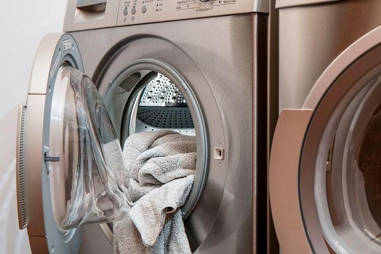 como cuidar la ropa en la lavadora
