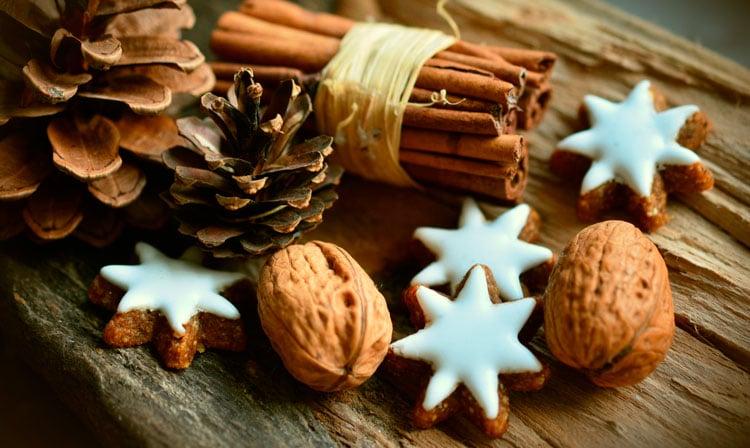 Adornos y productos naturales para una navidad sostenible y feliz