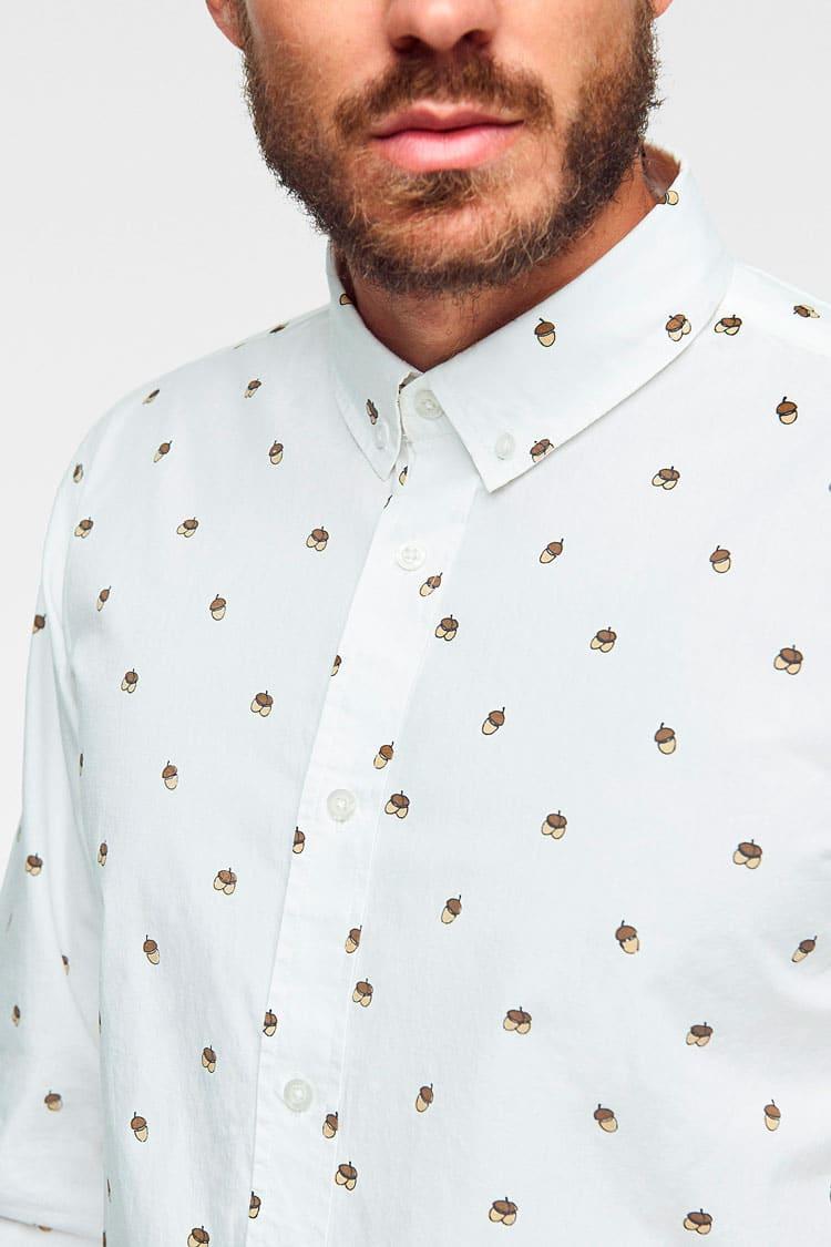 Camisa para hombre de algodón orgánico wild forest con estampado de bellotas